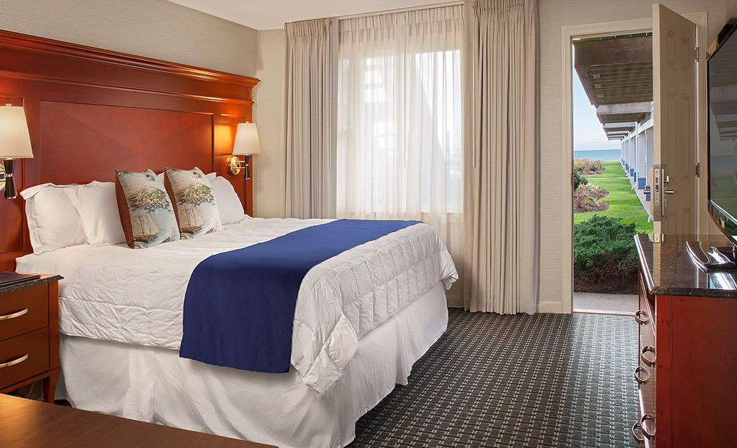 Ocean Mist Beach Hotel & Suites - King With Sleeper Sofa And Kitchenette